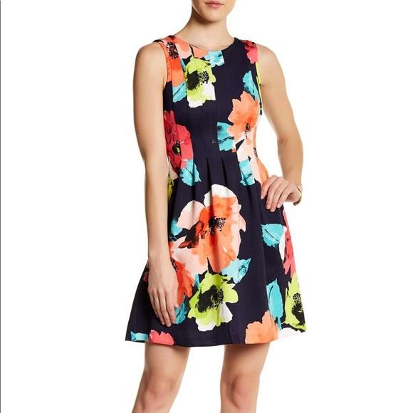 6d5d619db1f Vince Camuto Floral Scuba Fit   Flare Dress. M 5a514cb08df47097950250d1